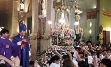 Homenaje de los niños a la Virgen del Valle
